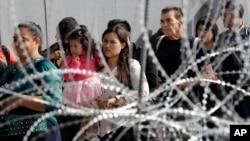 Migranti iz Centralne Amerike na granici Meksika i SAD-a