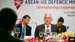 U.S. Defense Secretary Jim Mattis, center, attends an informal lunch meeting at ASEAN Defense Ministers' Meeting in Singapore, Oct. 19, 2018.