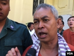 Yi Soksan, Adhoc's rights defender, was at Supreme Court after hearing the verdict on November 30, 2016. (Kann Vicheika/VOA Khmer)