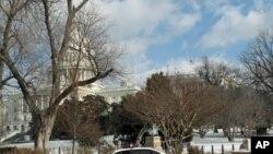 警犬车守在国会大厦外 国会因枪击事件降半旗