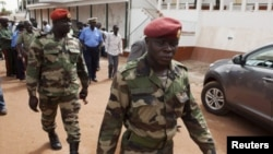 Militares em Bissau no dia seguinte à primeira volta das eleições presidenciais de 18 de Março