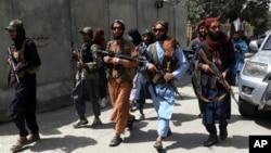 Talibani patroliraju po Kabulu