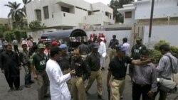 انفجار یک بمب در مقابل ساختمان صلیب سرخ موجب وارد آمدن خساراتی به آن ساختمان شد. کراچی، پاکستان ۲۵ ژوئن ۲۰۱۱