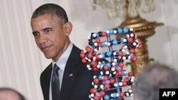 Presiden AS Barack Obama saat berjalan menuju mimbar untuk menyampaikan pidato terkait investasi dalam pengobatan presisi di Gedung Putih, 30 Januari 2016 (Foto: dok).
