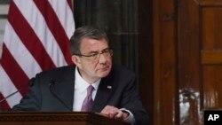 El secretario de Defensa de EE.UU., Ash Carter, visitará una base filipina donde estarán estacionados soldados estadounidenses.