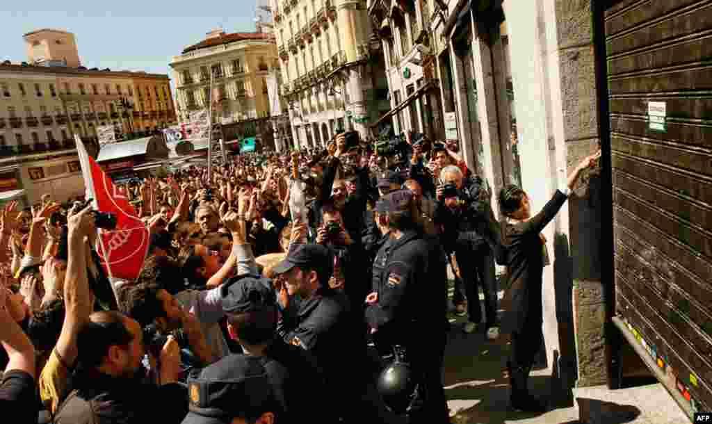 Столиця Іспанії охоплена загальнонаціональним страйком. 29.03.2012. AP