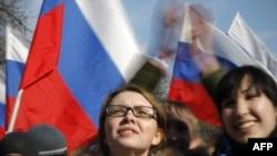Эксперты: новое поколение не гарантирует демократию