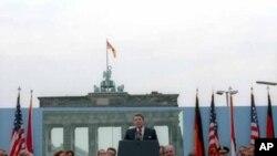 """已故美國總統里根在1987年於柏林發表""""推倒柏林牆""""演說"""