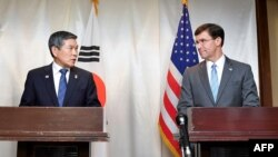 Bộ trưởng Quốc phòng Mỹ Mark Esper và người đồng nhiệm Hàn Quốc.