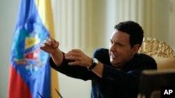 El actor colombiano Andrés Parra interpreta al desaparecido líder venezolano.