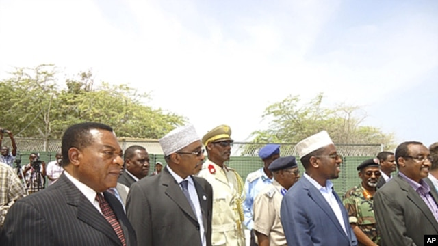 From left :UN special representative for Somalia Augustine Mahiga, Sharif Hassan Sheik Adam, Somalia's parliament speaker, Somalia's president Sheik Sharif Sheik Ahmed,and the Abdiwali Mohamed Ali, Somalia prime minister during the closing ceremony of the