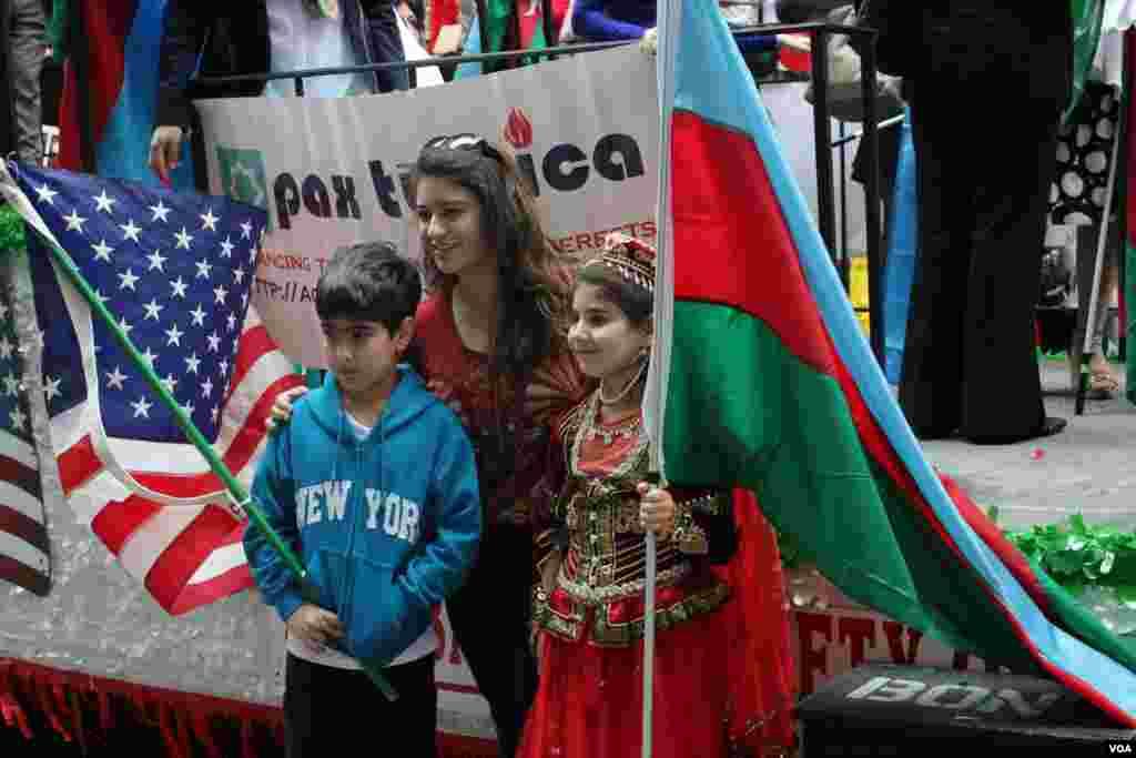 Azərbaycanlı uşaqlar Nyu-Yorkda 32-ci Türk Yürüşündə