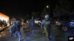 در حمله بالای پوهنتون امریکایی افغانستان ۱۳ نفر به شمول شش محصل و یک استاد کشته و ۴۵ نفر دیگر زخمی شدند.