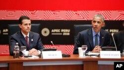 지난달 19일 페루 리마 아시아태평양경제협력체(APEC) 정상회담 현장에서 바락 오바마(오른쪽) 미국 대통령과 엔리케 페냐 니에토 멕시코 대통령 등 환태평양경제동반자협정(TPP) 참가국 정상들이 회의를 열고 있다.