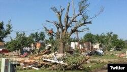 Esta foto del Departamento de Salud y Medio Ambiente de Kansas, muestra parte del daño dejado por el tornado en Eureka, el martes 26 de junio de 2018, por la noche.