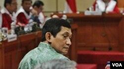 Presiden Direktur Freeport Indonesia, Maroef Sjamsuddin sedang memberikan keterangan pada sidang Majelis Kehormatan Dewan dalam kasus dugaan pelanggaran etik Ketua DPR Setya Novanto, di Jakarta hari Kamis 3/12 (VOA/Fathiyah).