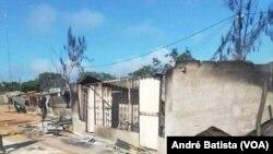 Barracas destruídas em Quissanga, Moçambique