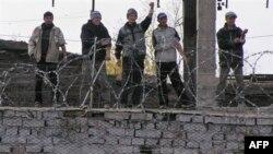 Кыргызские заключенные прекратили массовую голодовку