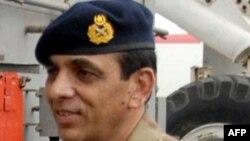 Tướng Kayani được ca ngợi trong nước vì đã giúp cho quốc gia tránh được tình trạng bất ổn chính trị khi Pakistan trở lại với quyền cai trị dân sự