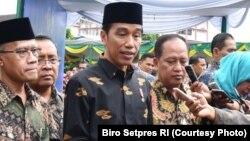 Presiden Joko Widodo berbicara kepada media di Jakarta ( Foto Courtesy: Setpres RI).