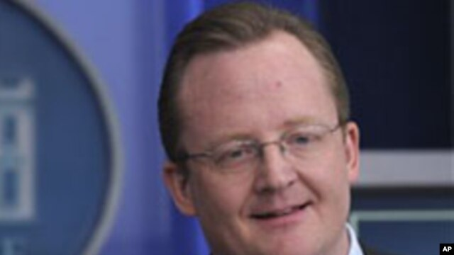 White House Press Secretary Robert Gibbs (file photo)