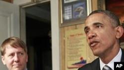 奥巴马总统1月4日在俄亥俄州克利夫兰市,左面是新任命的消费者金融保护局局长科德雷