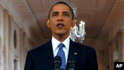 سهرۆک براک ئۆباما له دهمی پـێشکهشکردنی وتارهکهی سهبارهت به کشـانهوهی هێزهکانی ئهمهریکا له ئهفغانسـتان، چوارشهممه 22 ی شهشی 2011