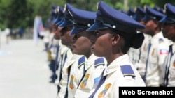 188 fanm pami yon total 696 nouvo polisye gradye nan akademi Polis Nasyonal Ayiti a nan Pòtoprens. 19 septanm 2018