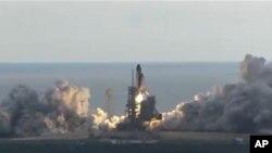 美國奮進號航天飛機成功發射昇空
