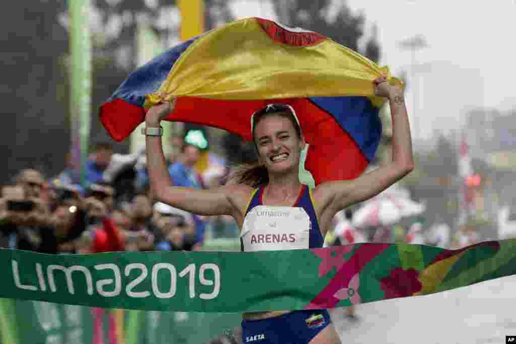 سندرا آرناز از کلمبیا در مسابقات بازی های آمریکا توانست قهرمان رشته ۲۰ کیلومتری پیاده روی شود.