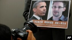 Fotografija predsednika Obame i Edvarda Snoudena
