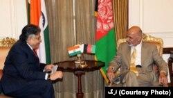 آقای غنی گفت که حکومت افغانستان متعهد است تا محیط امن و تضمین شده را برای سرمایه گذاری تاجران هندی فراهم سازد.