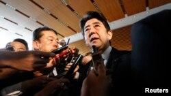 12일 도쿄에서 북한 핵실엄에 대한 입장을 밝히고 있는 일본 아베 신조 총리