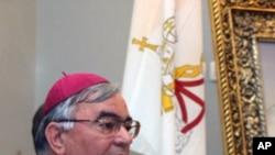 马尔库索主教在耶路撒冷的一个记者会上发言(资料照片)