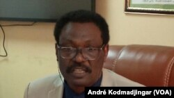 Professeur Mahamoud Youssouf Kayal, ministre de la Santé publique, le 10 mars 2020. (VOA/André Kodmadjingar).