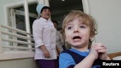 Trẻ em Nga trong chương trình cho nhận con nuôi tại một bệnh viện ở thành phố Krasnoyarsk, Siberia.
