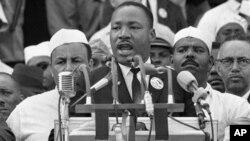 """马丁.路德.金博士在华盛顿的林肯纪念堂发表""""我有一个梦想""""的演说"""