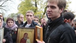 Pussy Riot: мнения у здания суда