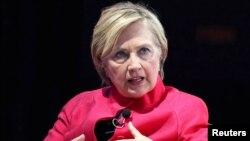 La excandidata presidencial estadounidense Hillary Clinton habló en el World Knowledge Forum en Seúl, Corea del Sur, el miércoles, 18 de octubre de 2017.