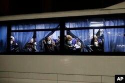 Пасажирів Diamond Princess на автобусах везуть до літаків