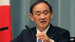 2015年1月23日日本政府发言人内阁官房长官菅义伟在首相官邸新闻发布会上(资料照片)
