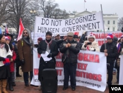 CNRP opposition leaders Suy Seng Hong, right, and Ry Kea, left, protest in front of the White House in Washington, D.C, on Saturday, Jan 19, 2019. (Chetra Chap/VOA Khmer)