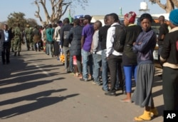 Zambians queue to cast their votes at a polling station in Lusaka, Aug. 11, 2016.