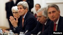 지난 7일 오스트리아 빈에서 진행된 이란 핵 협상장에 존 케리 미국 국무장관(왼쪽 두번째) 미국 대표단 모습이 보인다.