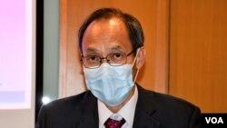 香港民意研究所主席兼行政總裁鍾庭耀表示,民調結果可能反映 市民質疑港府官員以及警方的誠信。(美國之音湯惠芸)