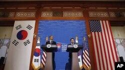President Barack Obama and South Korea President Lee Myung-bak hold a joint news conference at Blue House in Seoul, South Korea, 11 Nov 2010