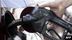 Giá xăng dầu trung bình hiện nay là 3 đô la 09 cent một gallon