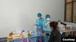 အခမဲ့ Fever Clinic ေဆးခန္း (သတင္းဓာတ္ပံု - Community Fever Clinic - Yangon Network Fb and Dr Kyaw Swar Oo)