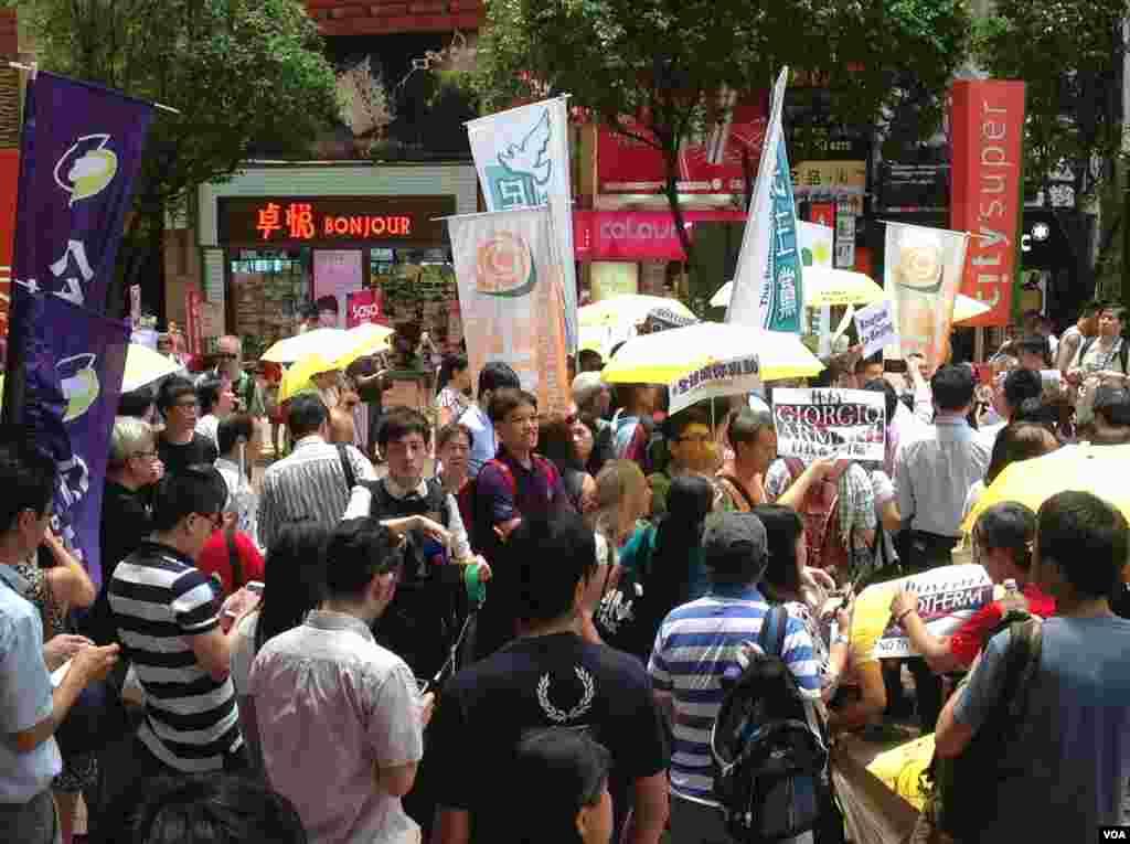 香港十六個政黨和團體銅鑼灣時代廣場抗議Lancome