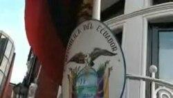"""Correa: """"Estudiamos seriamente petición de asilo de Assange"""""""